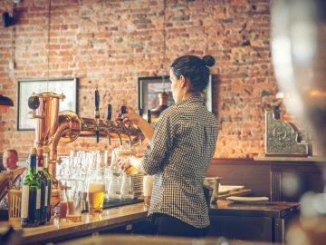 что делает бармен